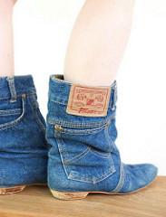 Good old Essex girls. So often found wearing jeans around their ankles.